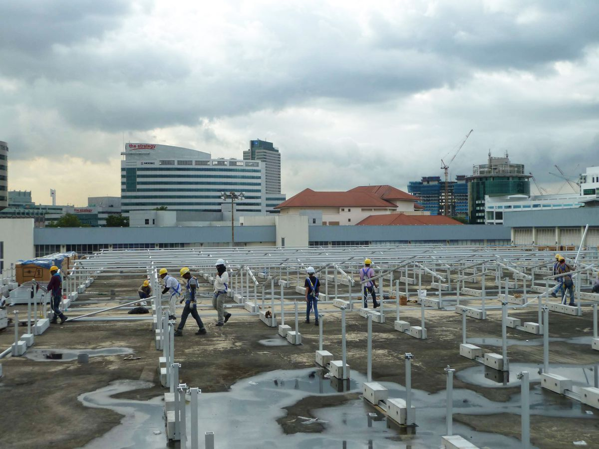Ballasted flat roof mounting system